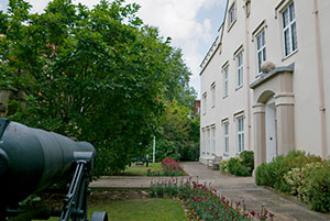The Museum building with a view of the Sevastopol cannon