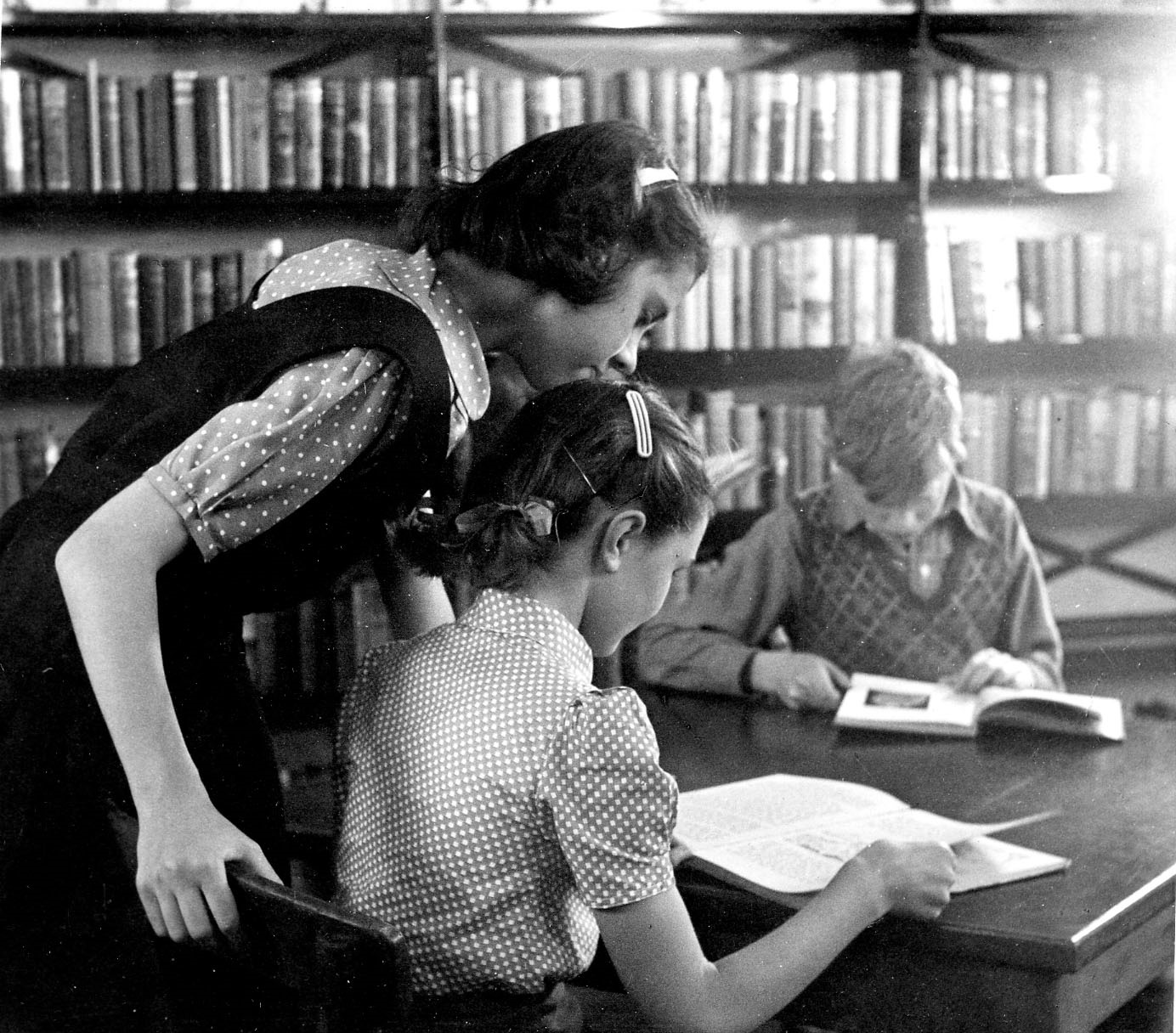 Young readers at Colliers Wood Library, 1940s